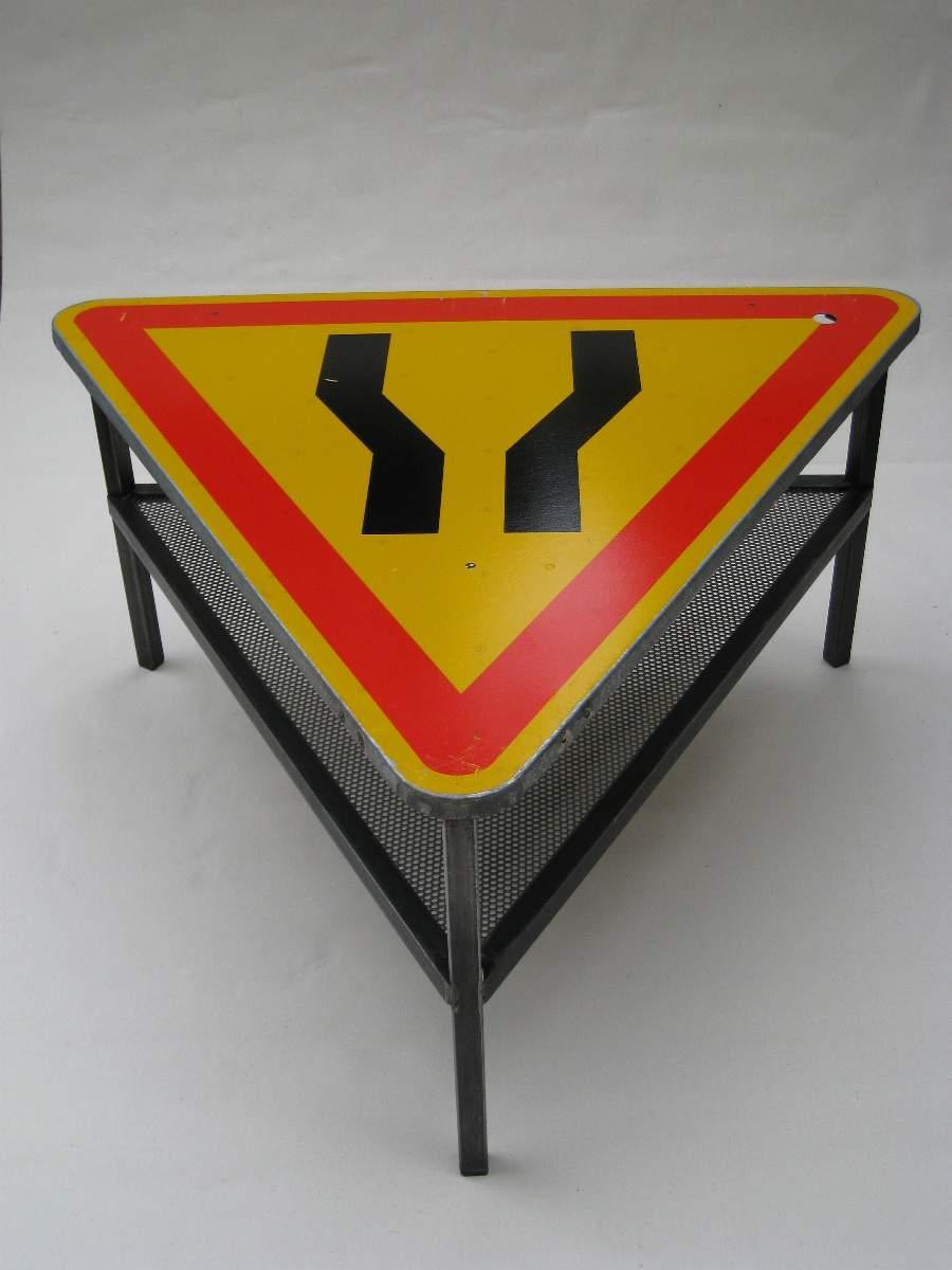 Galerie les pouces pieds dinard archives du blog steel furniture mobilier d art en acier - Table basse panneau signalisation ...